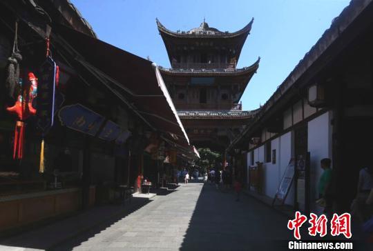 阆中古城街道。 王磊 摄